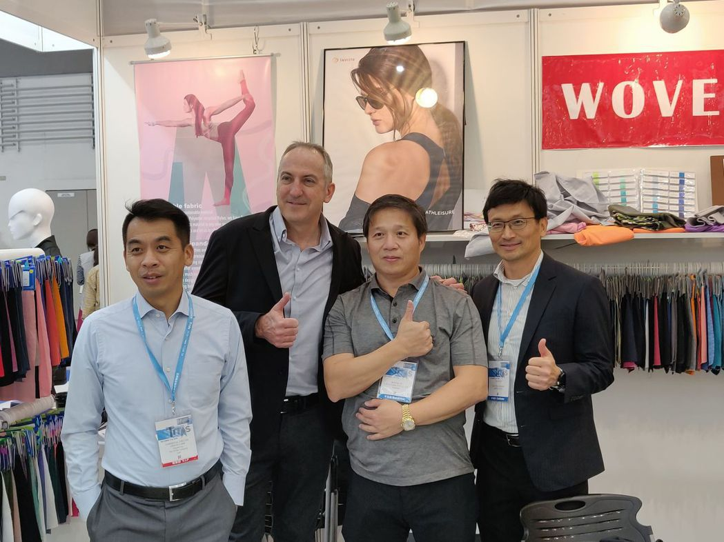 The LYCRA Company總經理李坤晉(右起)、湛珈公司總經理陳志忠、T...