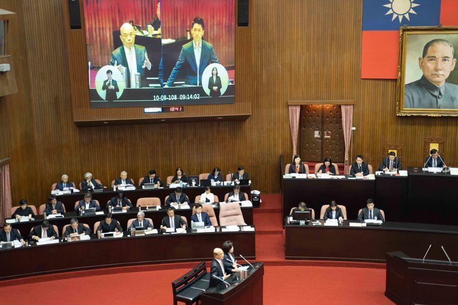 行政院長蘇貞昌8日接受國民黨立委蔣萬安質詢,允諾本會期內會將《最低工資法》草案送...