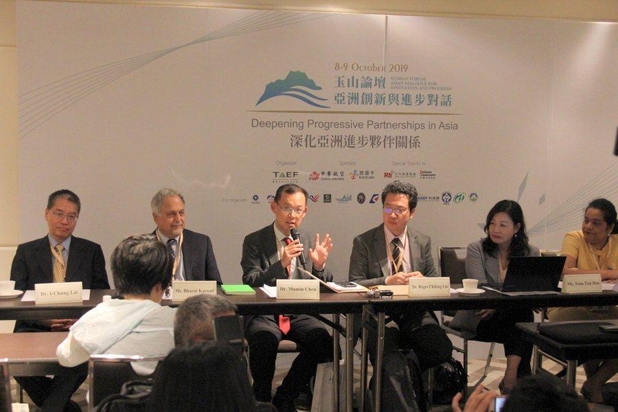 《台印關係研究報告書》多位學者參與論壇,包括賴怡忠(左起)卡爾納德、陳牧民、劉奇...