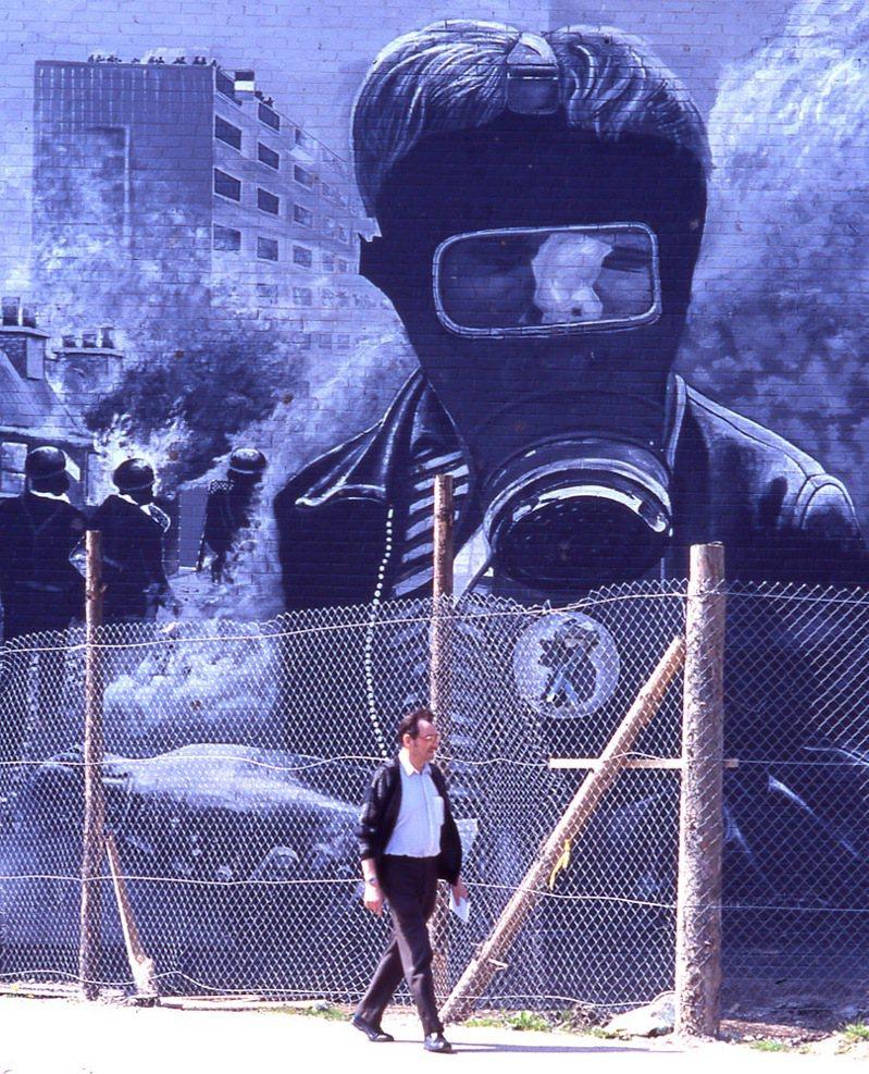 北愛爾蘭衝突的「血腥星期日」傷痛,以壁畫的型式留存德里市街頭。攝影/林瑞慶