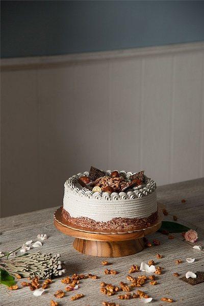 豆漿黑芝麻蛋糕(6吋)720元/Nozomi Bakery蛋糕系列的人氣品項,冠...