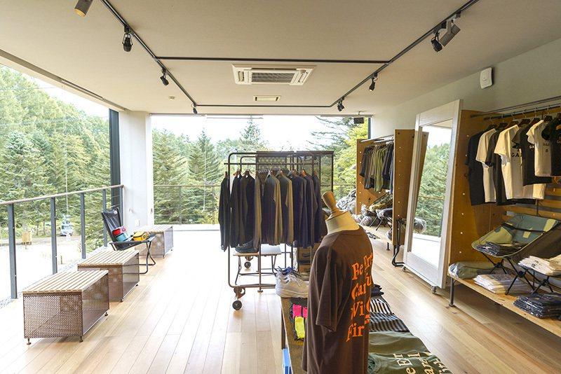 LODGE內設有店舖,能購買URBAN RESEARCH的精緻好物。