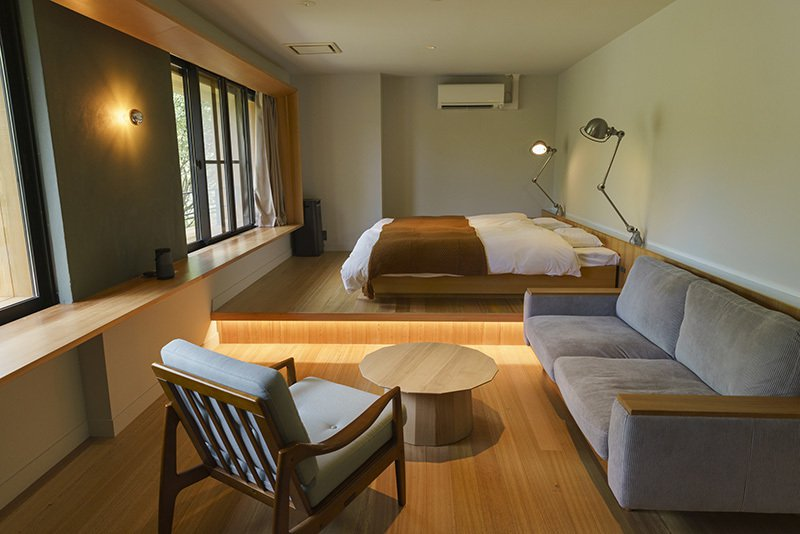 改建自溫泉旅館的LODGE,設有和室、西式共7間客房,木造的傢俱營造出溫馨氣息。