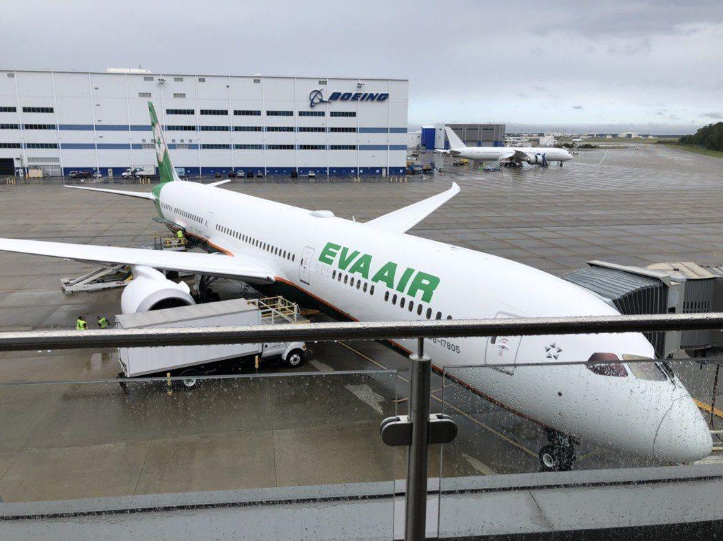 長榮第四架波音787-10新機,於美東時間7日上午9時(台北時間7日晚間9時)在...