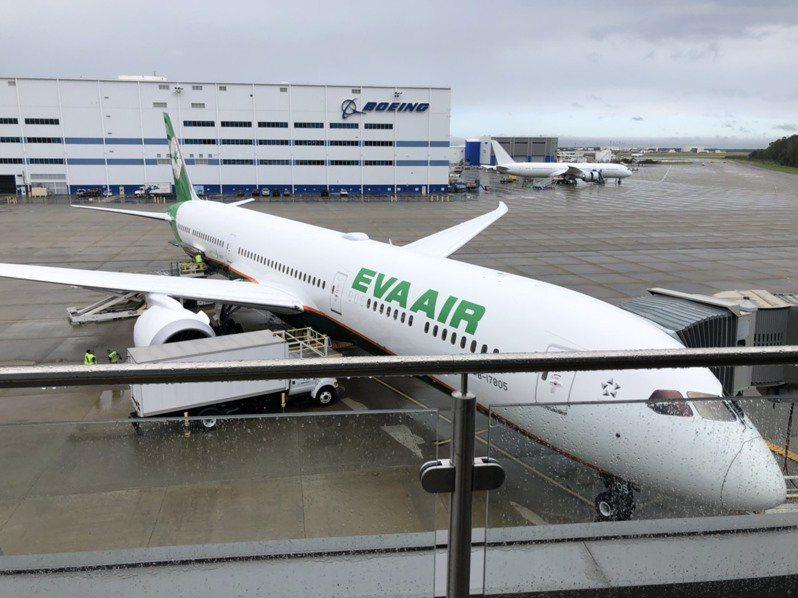 長榮第四架波音787-10新機,於美東時間7日上午9時(台北時間7日晚間9時)在美國南卡羅萊納洲波音工廠舉行交機典禮。記者曹悅華/攝影