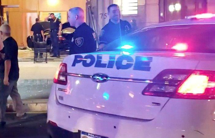 美國奧克拉荷馬州伊尼德市一名女子日前大腿遭槍擊受傷,槍手竟是7個月大拉布拉多犬。...