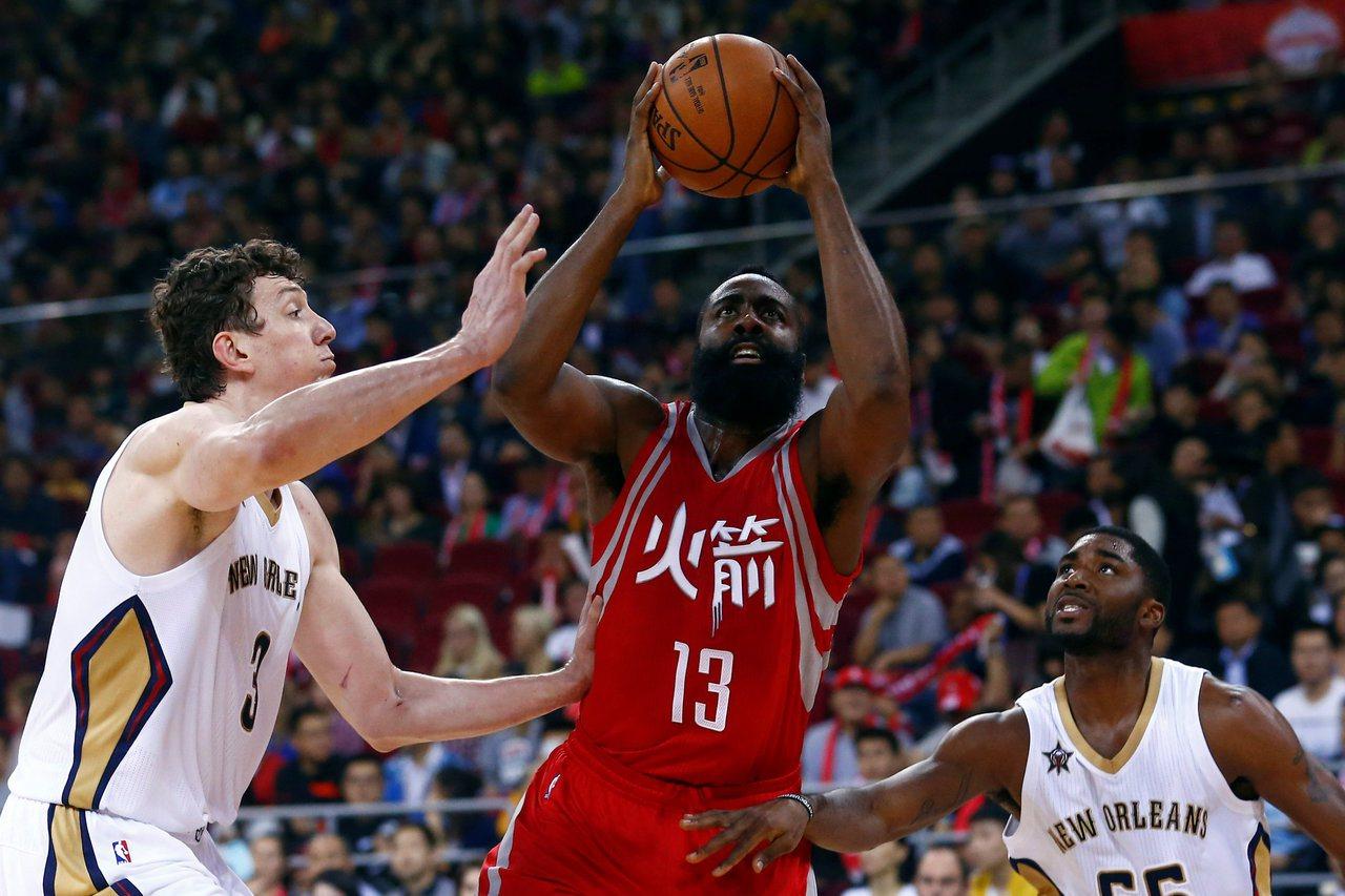 NBA火箭隊球星哈登2016年在北京打NBA Global Games。路透