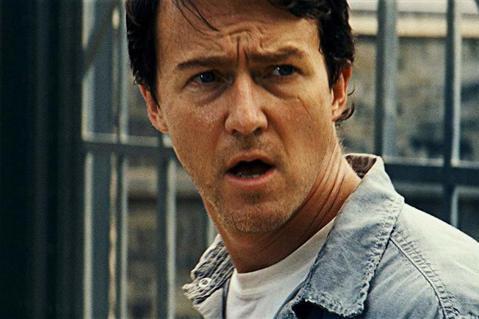 漫威電影宇宙稱霸全球票房多年,不少大牌都曾參與其中影片,也多半結下良好的合作情誼。然而演技派才子艾德華諾頓卻是眾所周知,與漫威非常不愉快、再也沒下一回的經典代表,他所主演的「無敵浩克」緊接著「鋼鐵人...