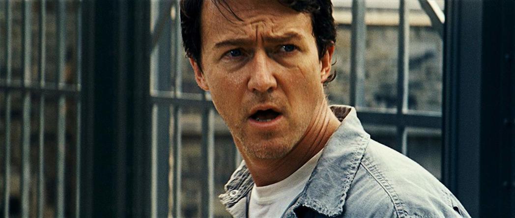艾德華諾頓覺得浩克的故事可以走灰暗、嚴肅的風格。圖/摘自imdb