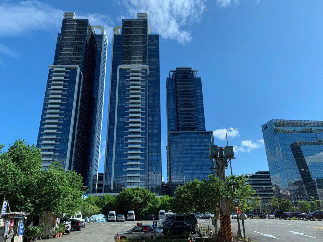 現代人購屋首選「電梯大樓」,提供便捷服務與舒適生活空間。記者徐力剛/攝影