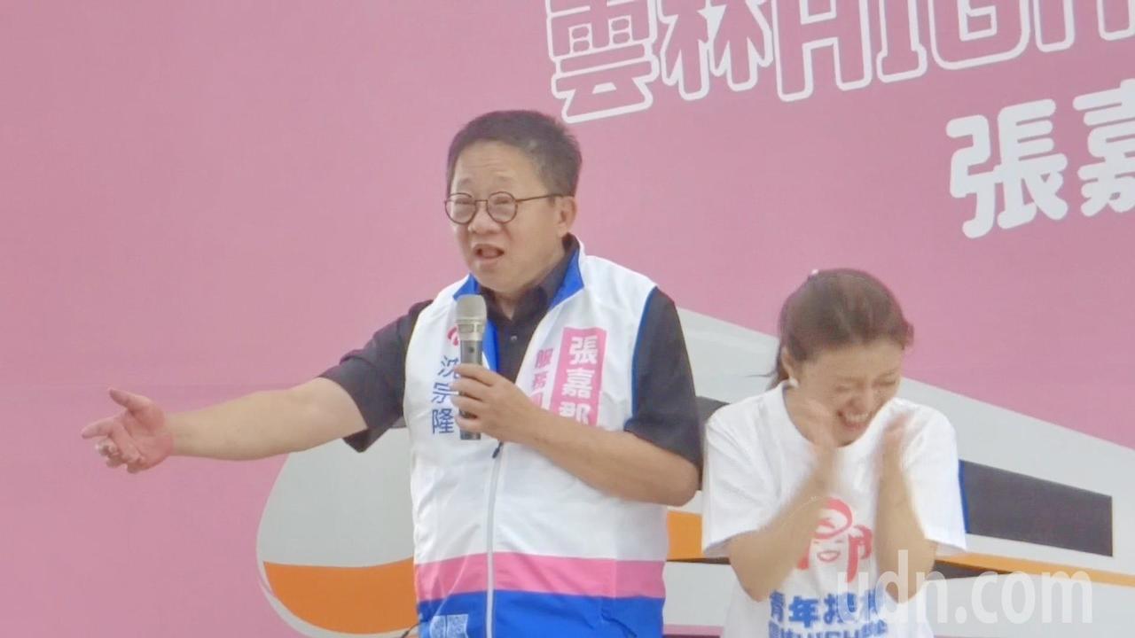 雲林縣議長沈宗隆估票後,也宣布韓國瑜當選,張聽了後笑到彎腰拍手叫好。記者蔡維斌/...