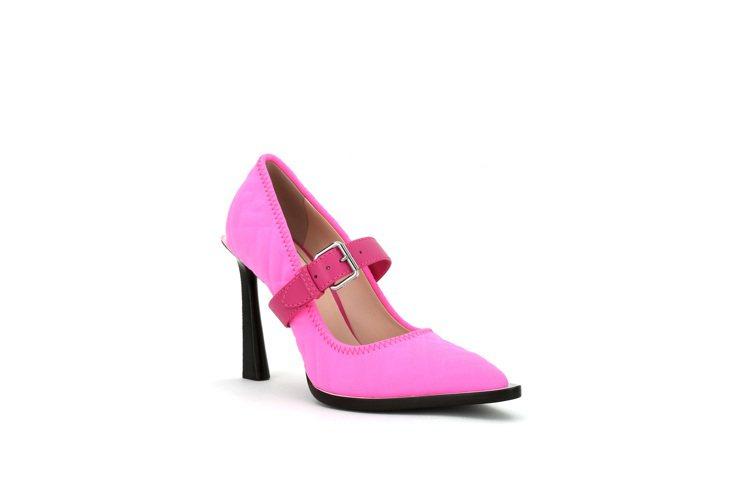 FENDI Prints On粉色高跟鞋,價格店洽。圖/FENDI提供