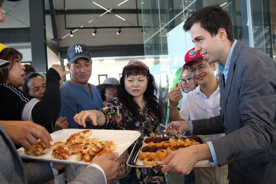 法國工商會召集台灣知名法商進駐2019桃園農業博覽會好客食堂「國際友好展售區」,將法國美食搬進農博會場。記者高宇震/攝影