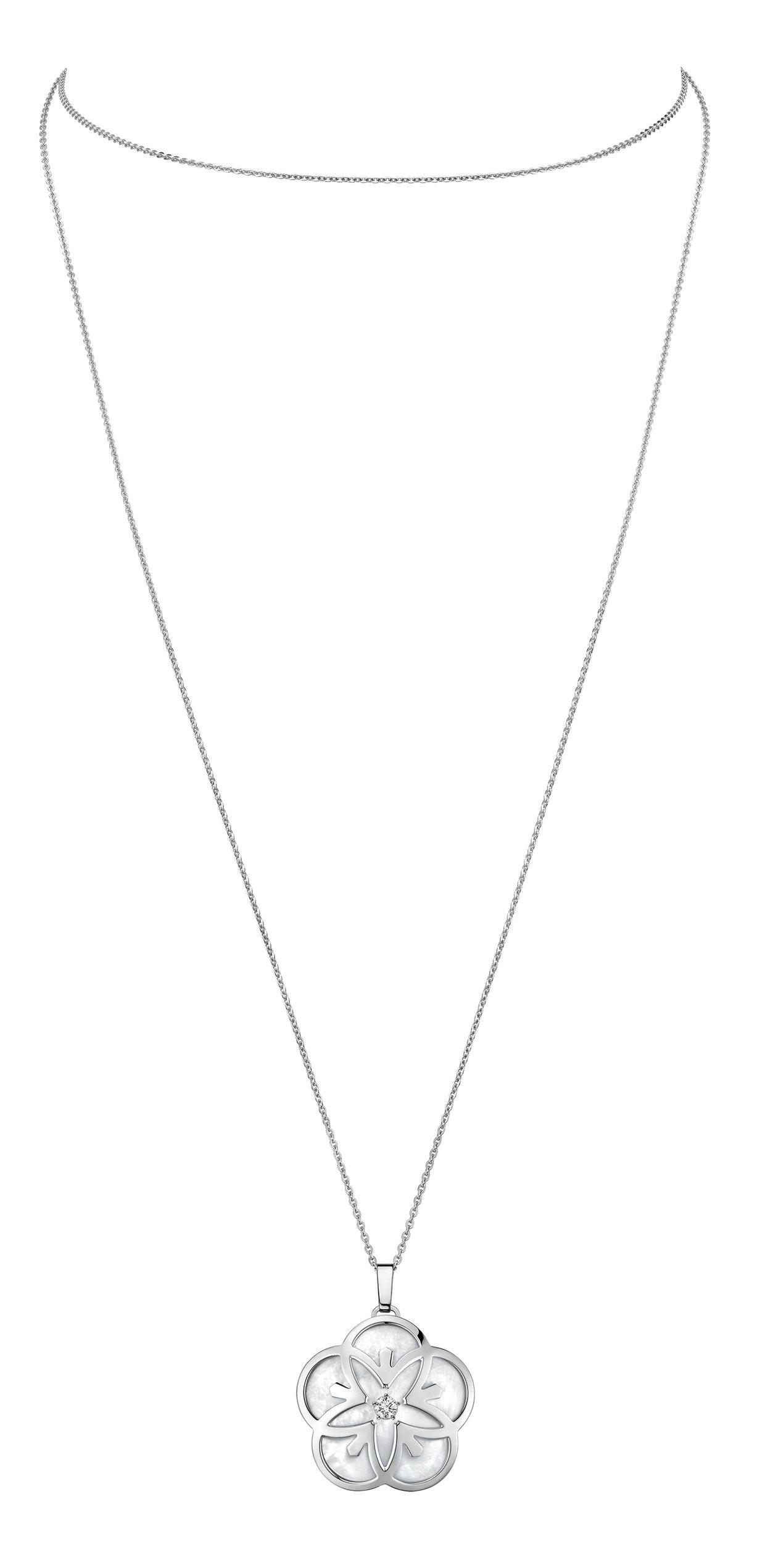 歐米茄Flower系列項鍊,18K白金、鑽石、珍珠母貝,約77,300元。圖/O...
