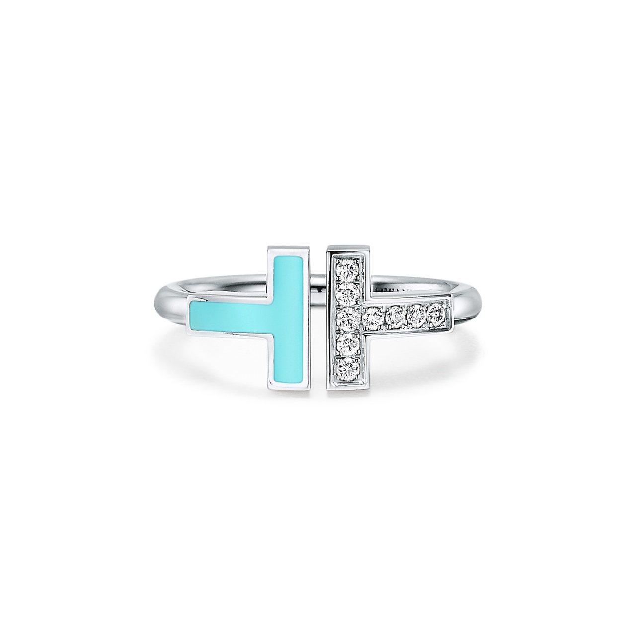 Tiffany T Wire 18K白金鑲嵌綠松石與鑽石戒指,約65,000元。...