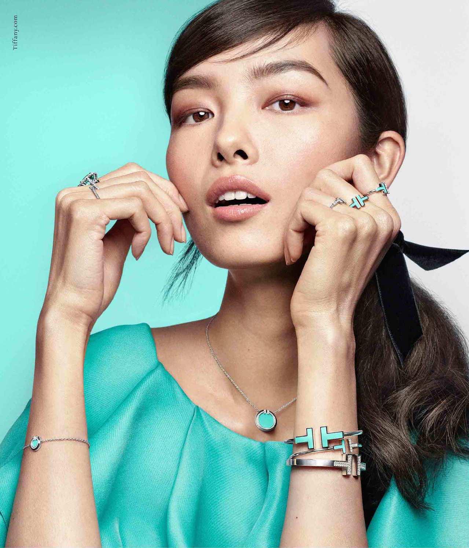 名模孫菲菲演繹Tiffany秋冬新款T系列珠寶,展現多層次搭配的視覺效果。圖/T...