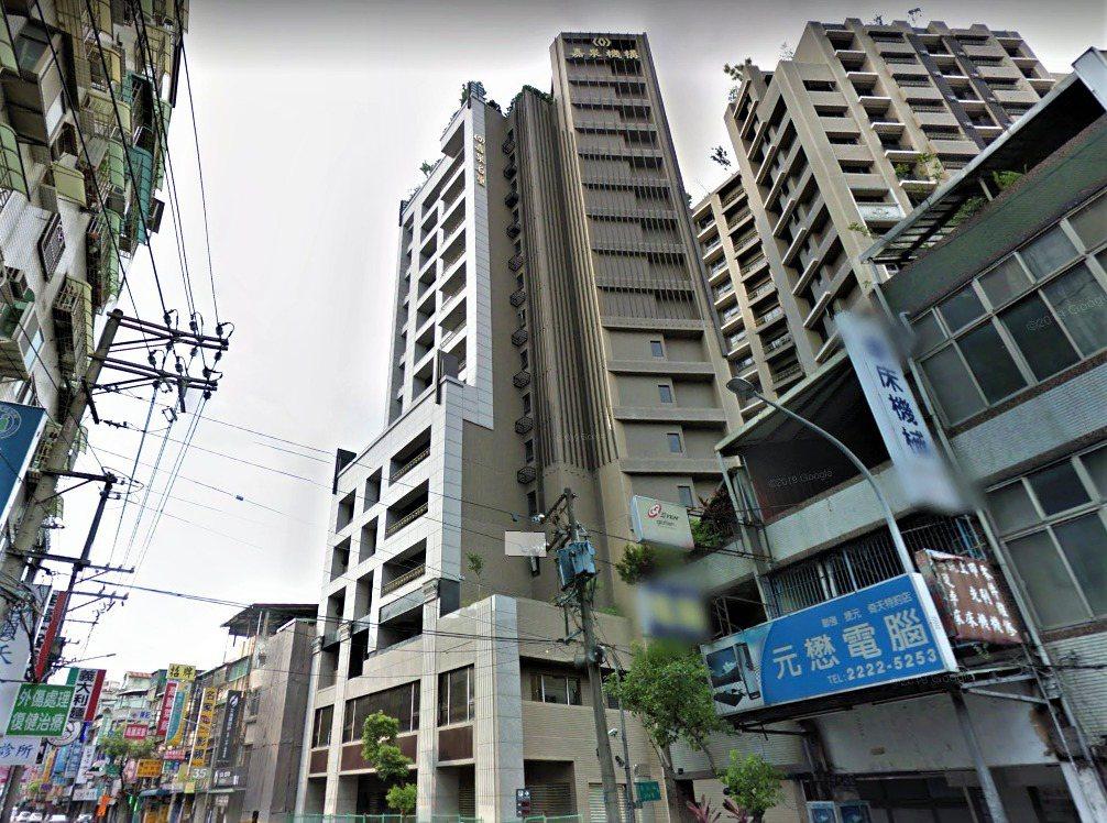 建案「嘉泉名璽」全棟79戶慘遭法拍。圖/取自Google Maps