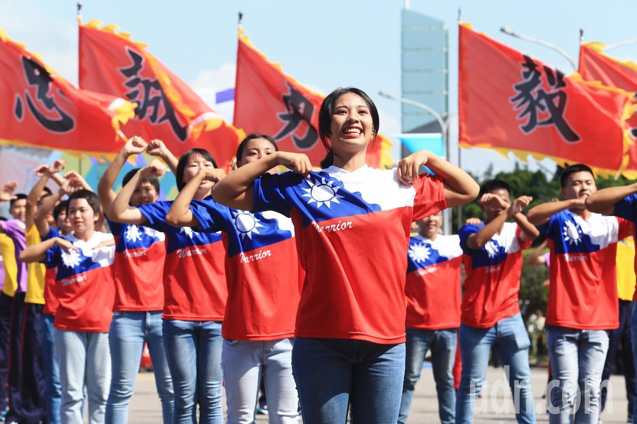 陸軍專科學校的舞蹈表演活力十足。記者陳正興/台北報導