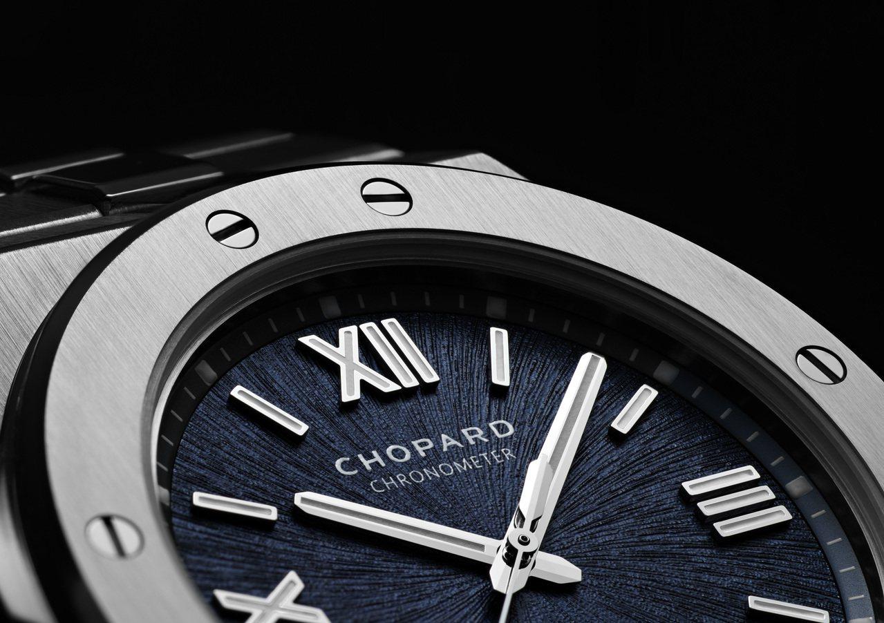 蕭邦Alpine Eagle系列腕表表圈有8枚螺絲分別在4個方向。圖/蕭邦提供