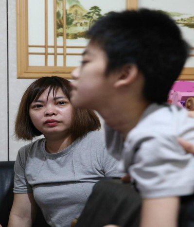 趙慧敏回想女兒疾病發作時,身體往後弓,用力咬著嘴唇甚至流血,一發作就是七到八小時...