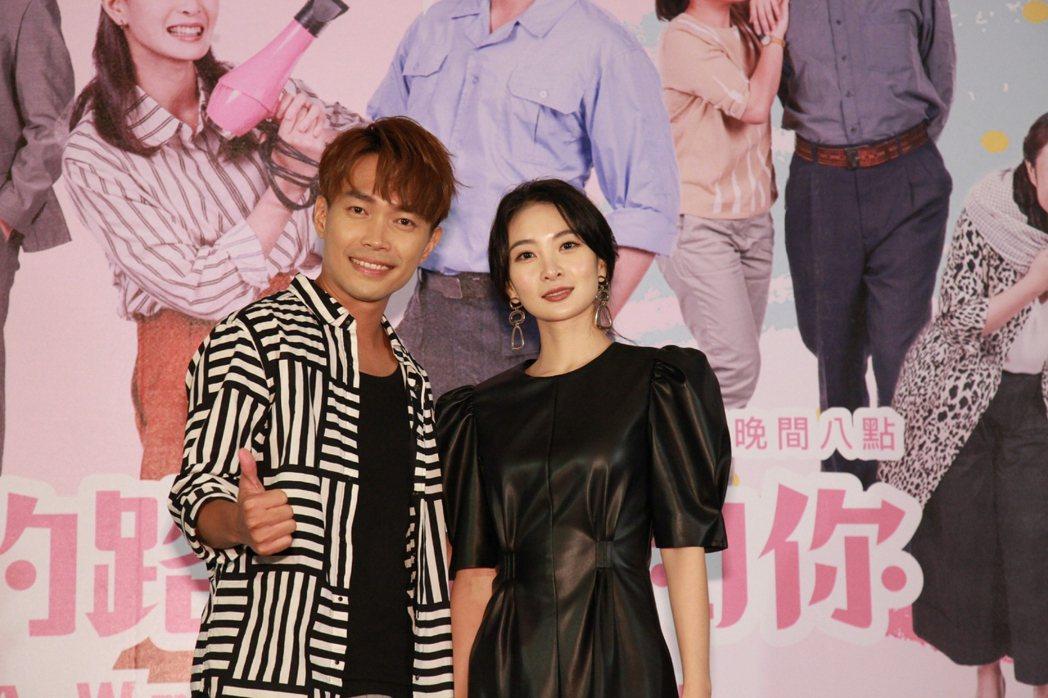 李亦捷(右)、許仁杰演出大愛劇場「愛的路上我和你」。圖/大愛台提供