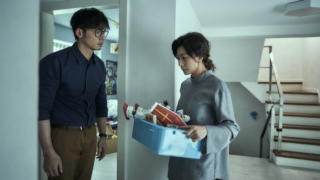 溫昇豪(左)以「我們與惡的距離」拿下男配角獎。圖/CATCHPLAY提供