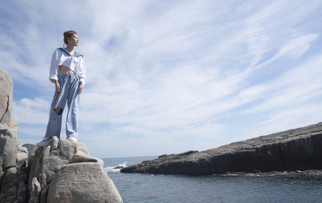 李佳歡推出新歌「開放世界」。圖/游手好弦娛樂提供