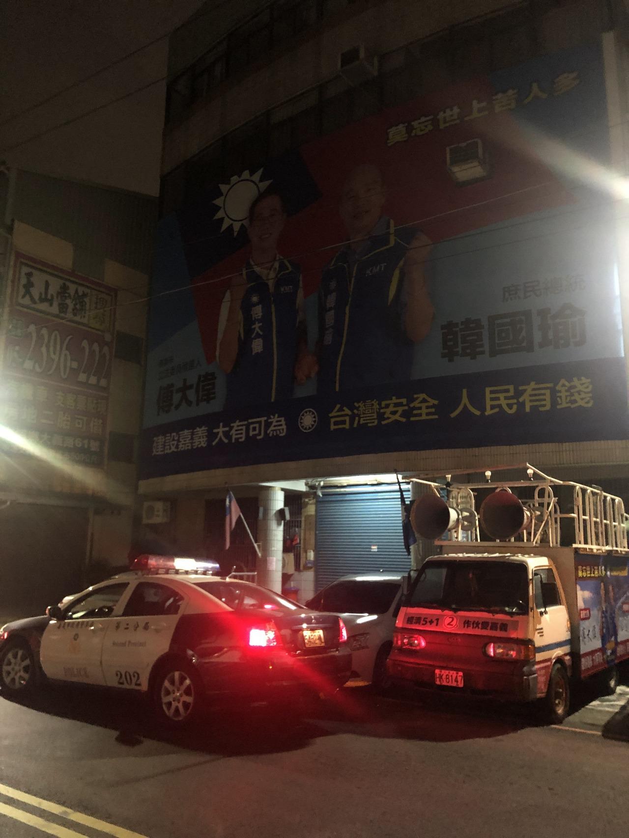選舉剩不到一百天,嘉義市警局加強在國民黨部巡邏。記者李承穎/攝影