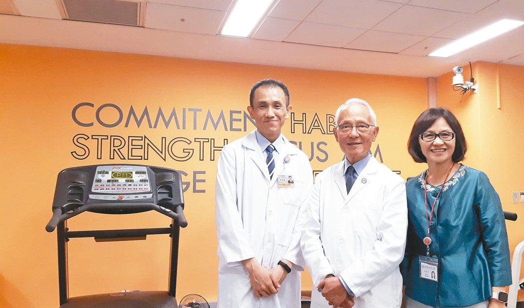 和信治癌中心醫院健康醫學中心召集人游麗惠(右起)、院長黃達夫、一般內科主治醫師李...