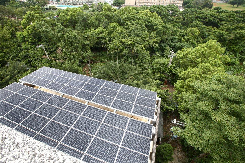 圖為屋頂太陽能板。 圖/聯合報系資料照片