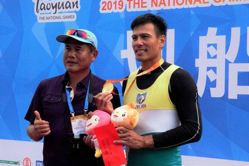 南投縣划船好手汪明輝(右)在全運會划船單人雙槳賽,已經八度蟬聯冠軍。圖/南投縣政府提供