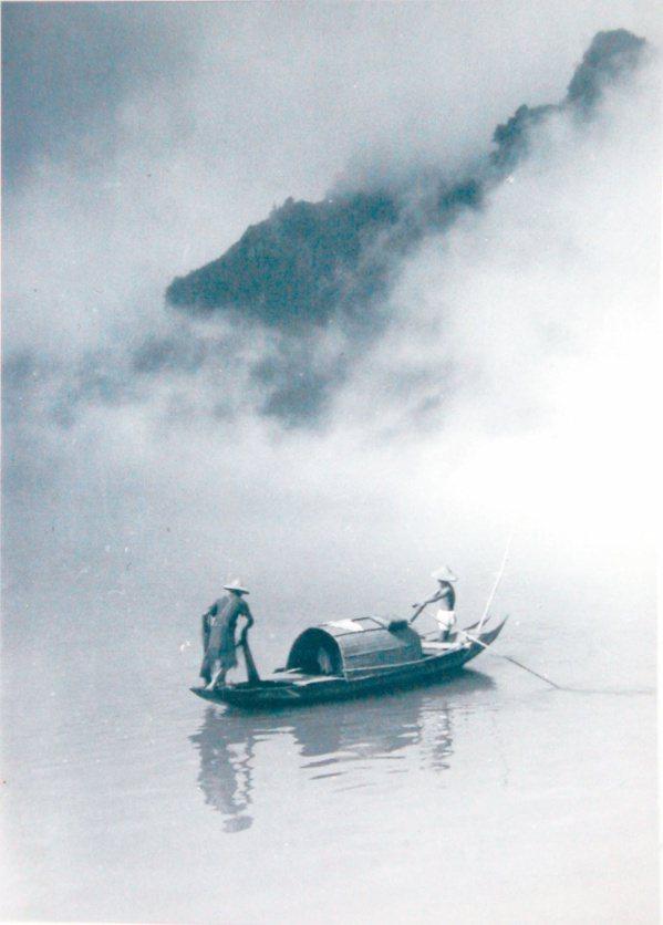 圖一:郎靜山於民國四十年代送給老友莊嚴的集錦攝影作品。