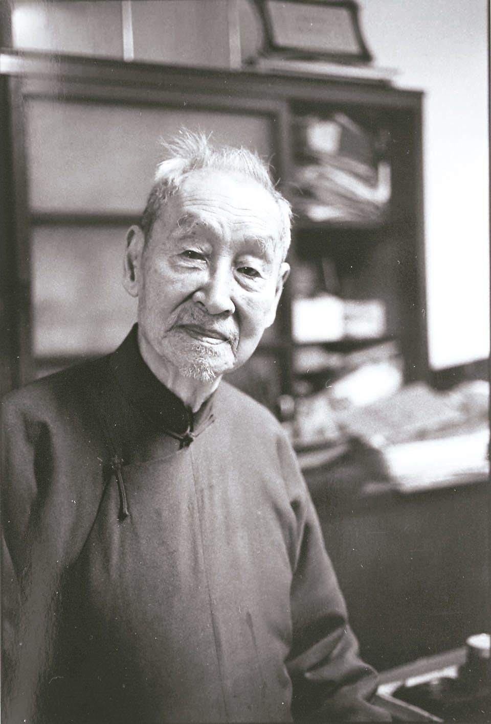 圖五:1995年本文作者為104歲郎靜山先生留下的最後身影。