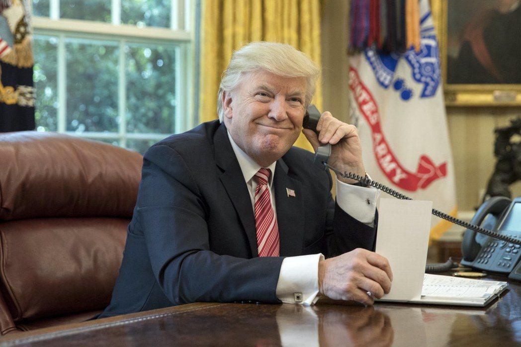 昔日跟美國總統通話被視為是外交勝利,如今卻宛如冒險。圖為美國總統川普2017年和...