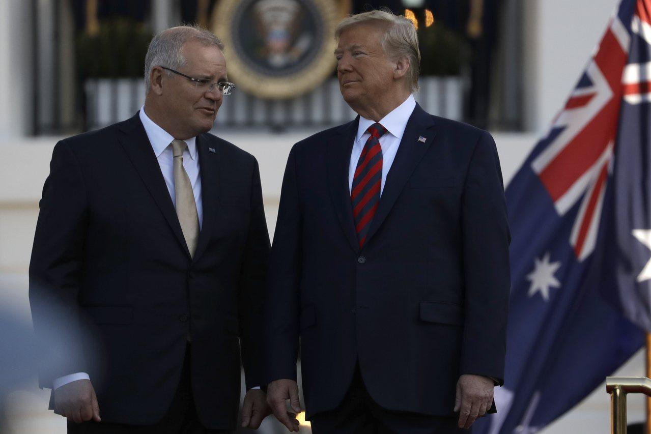 美國總統川普(右)9月在白宮南草坪歡迎訪美的澳洲總理莫里森(左)。 (美聯社)