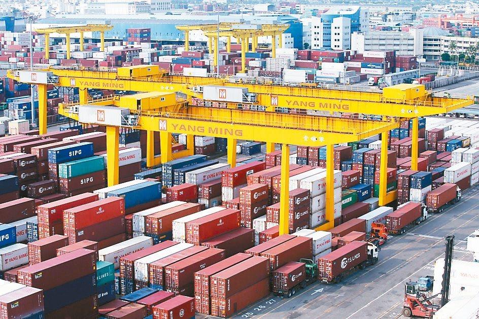 財政部今(9)日公布11月海關進出口概況,11月出口285.8億美元,年增3.3...