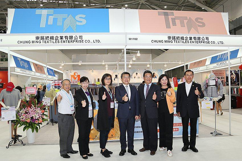 立法院副院長蔡其昌關心地方的傳統產業,和相關單位親訪一年一度的「TITAS紡織展...