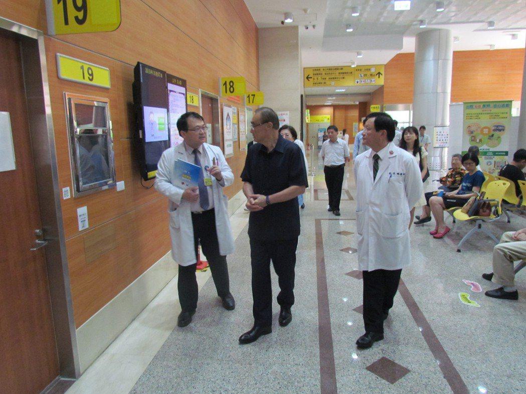 視導院內一站式長照整合服務中心」運作。 高雄榮總/提供。