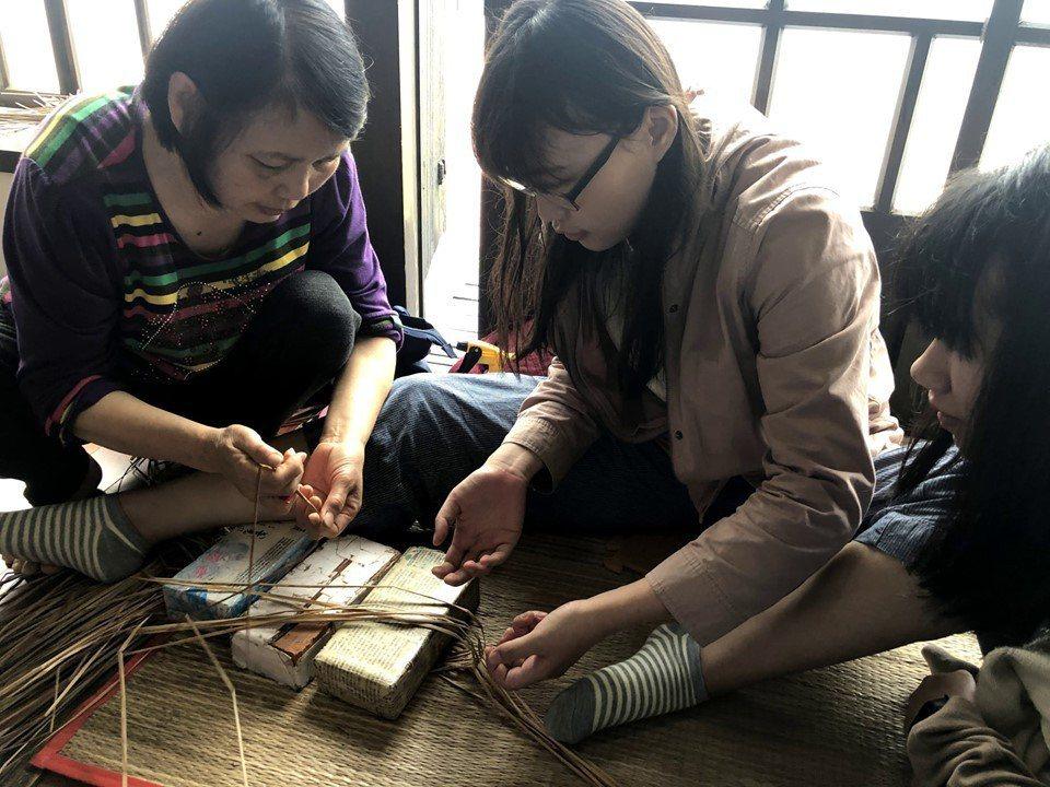 拾藺團隊運用科技及工作坊的方式,與台灣藺草學會合作,保留無形但珍貴的文化資產。 ...