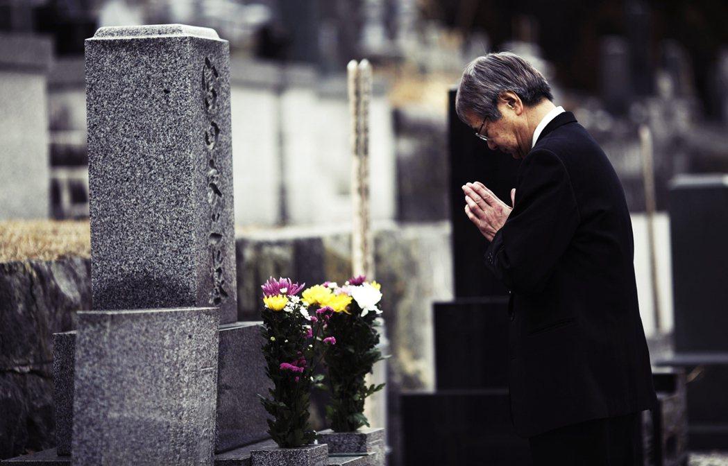 日本還有修整「盆道」的習俗,即是中元期間,日本人不只要整理墳墓環境(其實現今日式...
