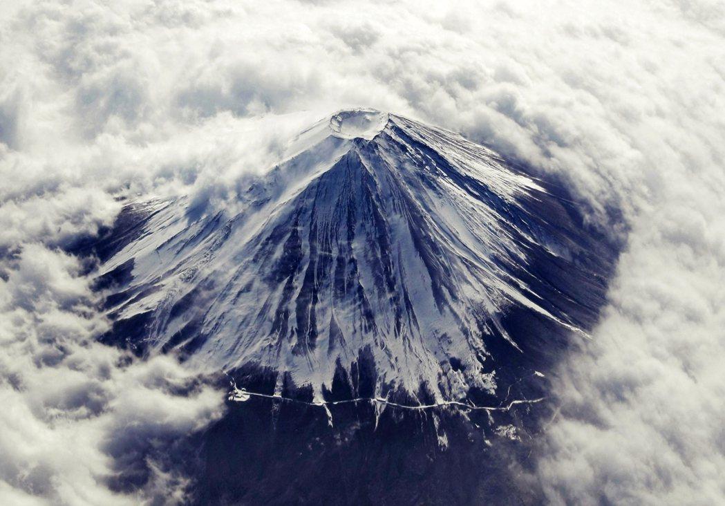 山上他界觀的形成,當然和日本人過去大多和臺灣一樣,把過世的人「送上山頭」有絕大的...