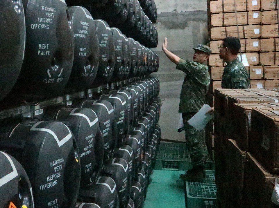 澎防部展出其壓箱寶:標槍飛彈庫房,以一枚擊毀一輛戰車計算,這面牆的戰力驚人,但價格也不便宜。 圖/取自陸軍澎湖防衛指揮部