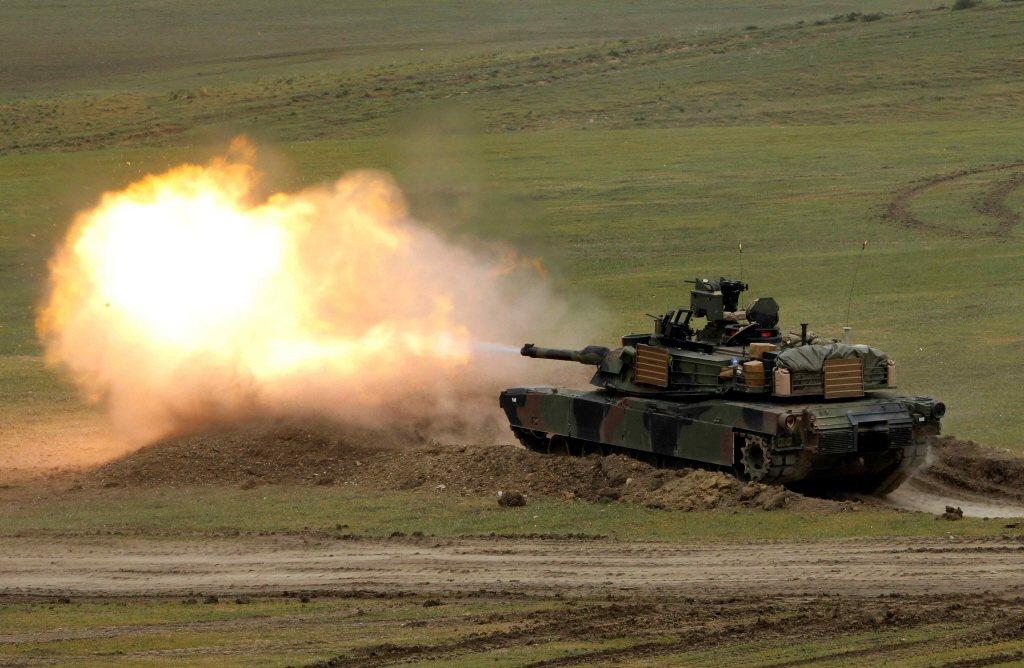葛里爾發文認為,台灣軍購108輛M1A2T艾布蘭戰車,將在作戰時成活靶。圖為美國陸軍M1A2訓練畫面。 圖/路透社