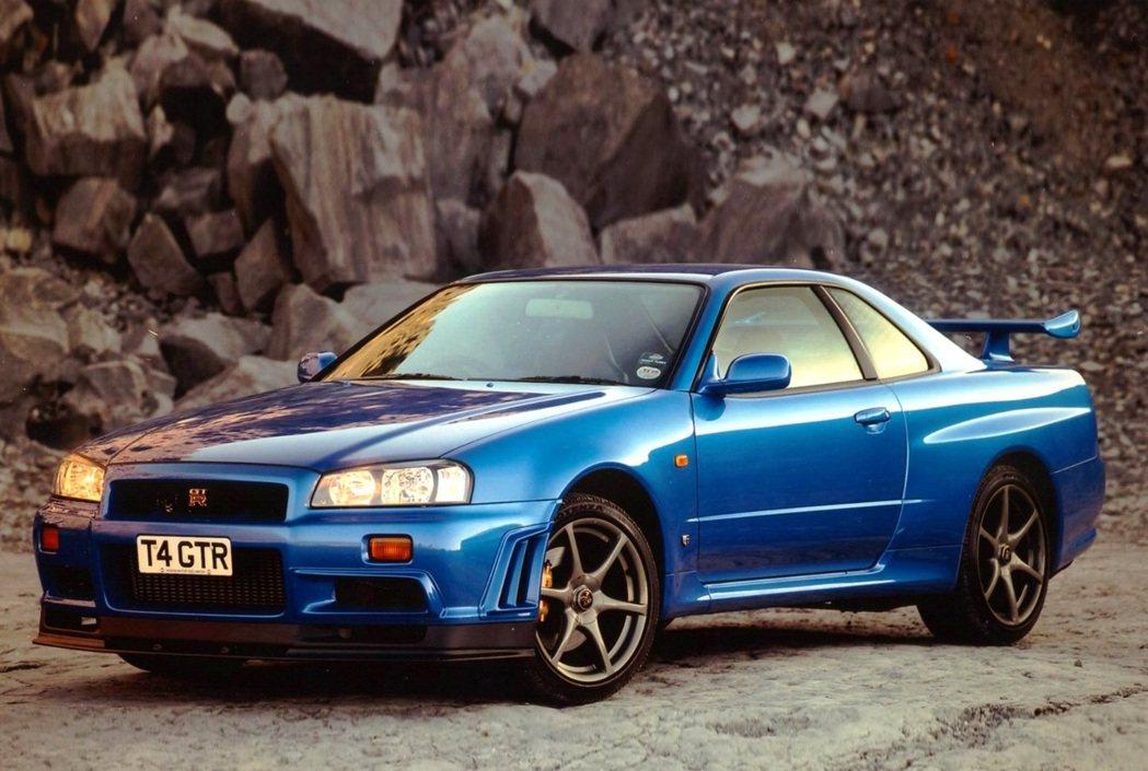 Nissan Skyline R34 GT-R。 摘自Nissan