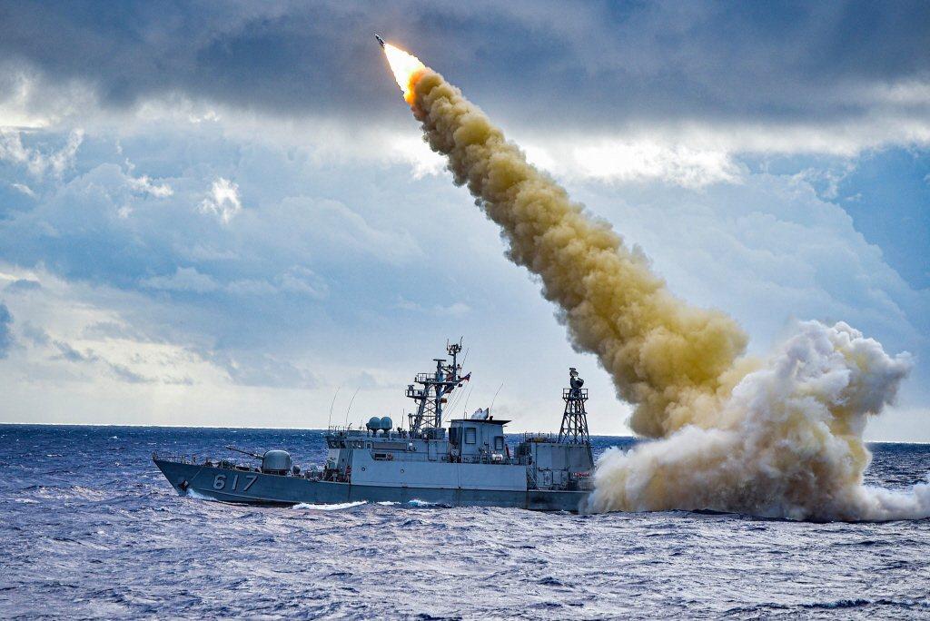 圖為2019年「海、空軍飛彈射擊訓練」中,雄三實彈操演畫面。 圖/中華民國海軍官方臉書