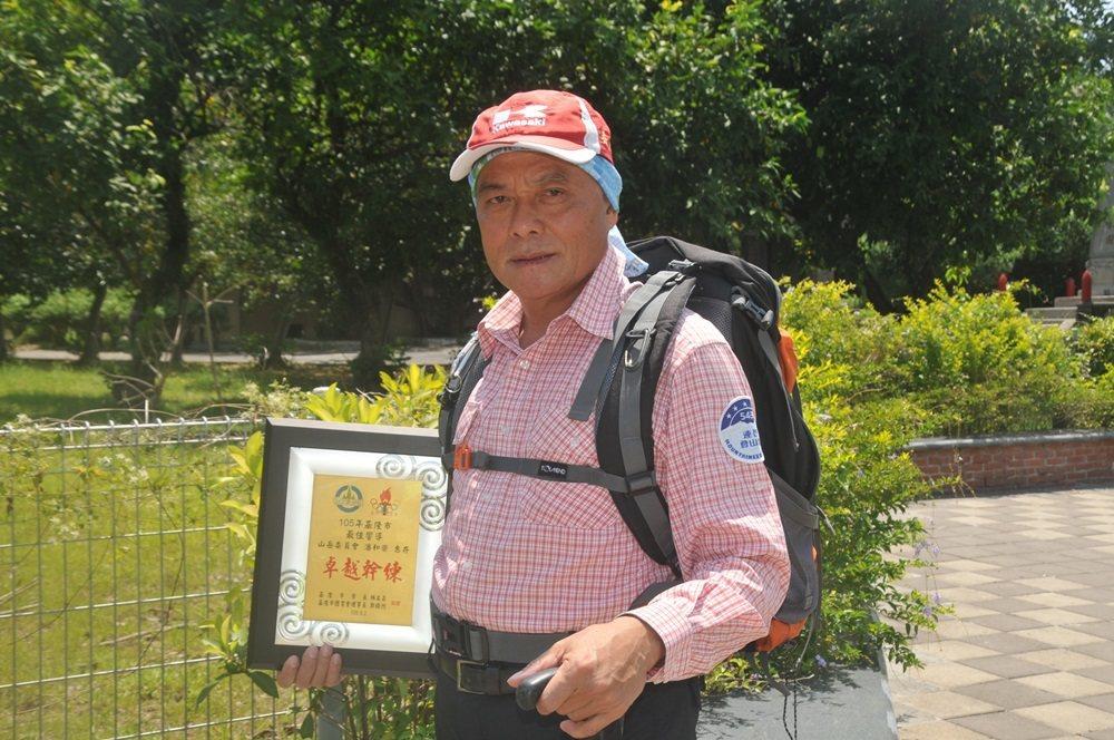 潘和榮警察退休很組寫照,退休後組543連長登山隊,因為爬山,健康回來了,還獲得最...