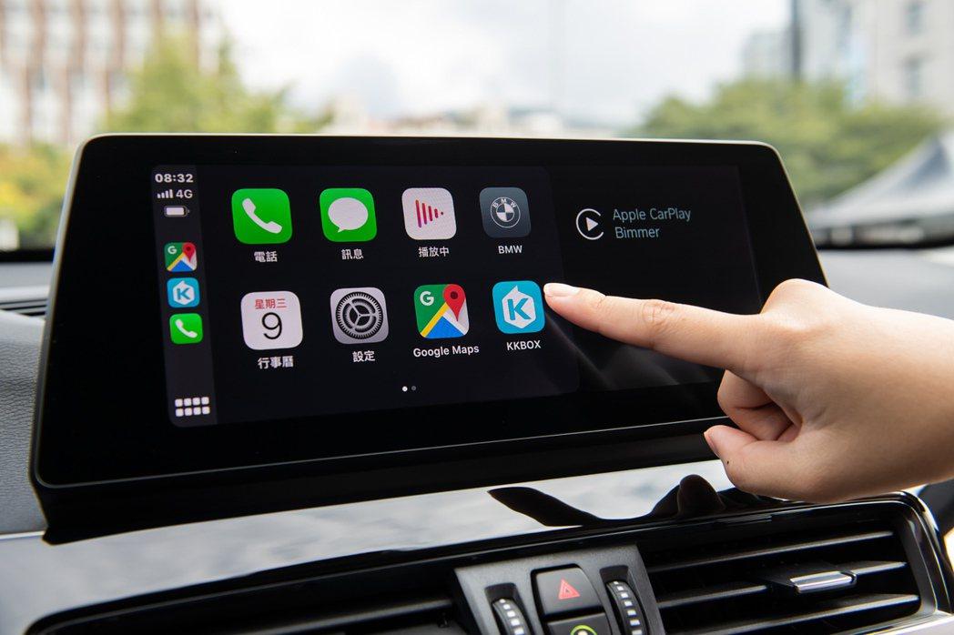 全車系標配全彩多功能車況抬頭顯示器、10.25吋中控觸控螢幕、BMW智能衛星導航...