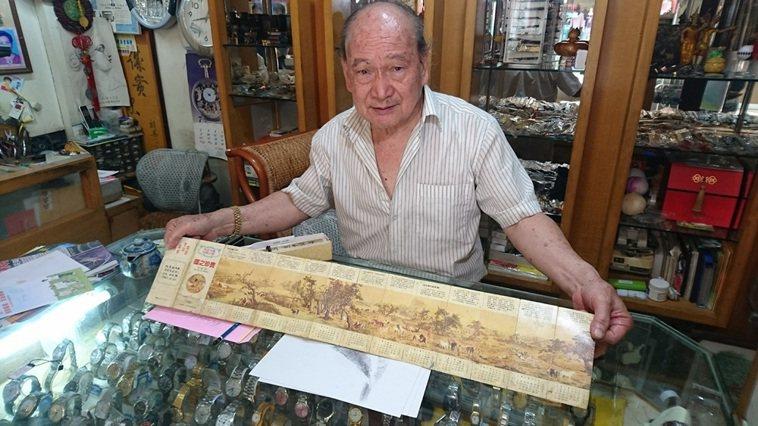 水里素人老畫家施顯澤,收到女兒送的百駿園,花了10個月的時間完成巨作。 圖/黑中...