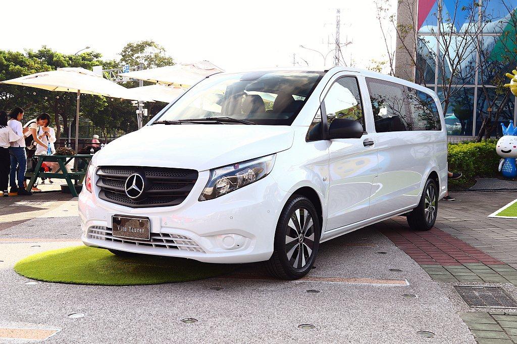 小改款賓士Vito Tourer商旅車具備前所未有的多功能、安全性、效率與品質。...