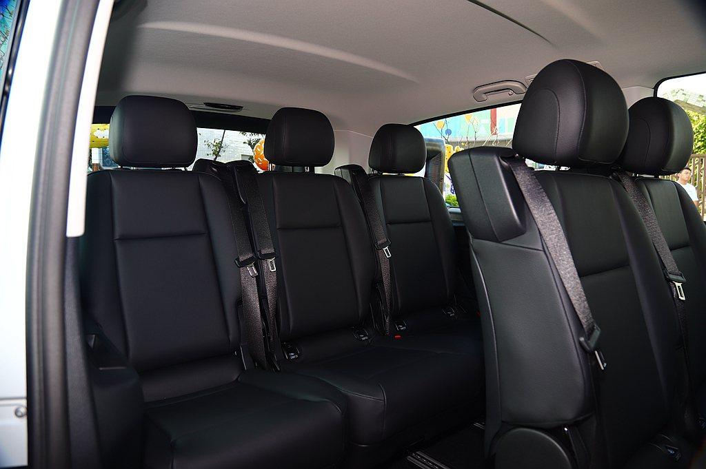 小改款賓士Vito Tourer具備9個座位、多樣化置物空間,以及眾多舒適配備,...